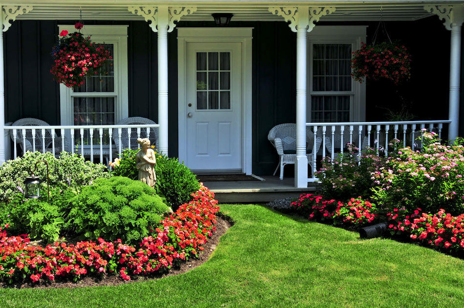How to Landscape a Yard for Home Selling